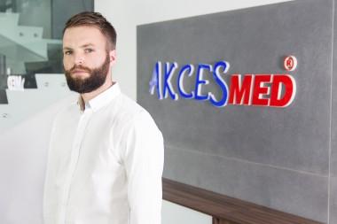 Łukasz Czopor Grafik komputerowy mail: poligrafia@akces-med.com