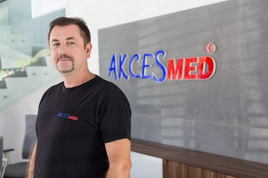 Piotr Huk Montaż/Wysyłki wew. 401 mail: magazyn@akces-med.com